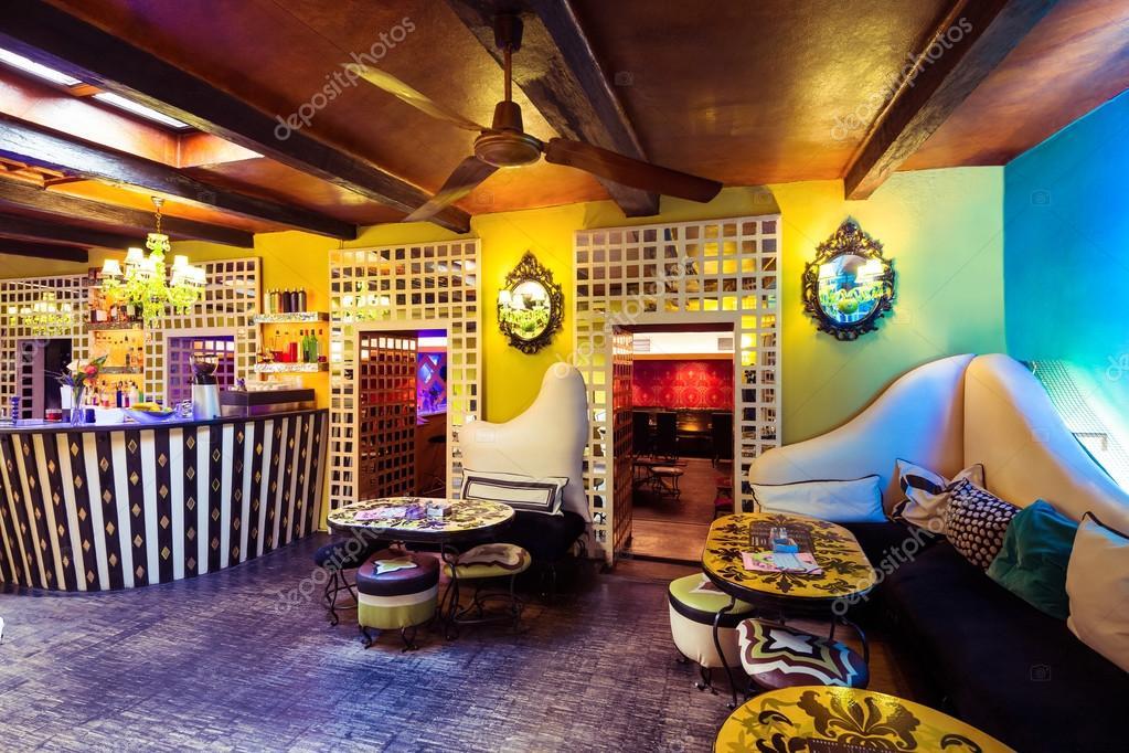 Interieur van verlichte discotheek — Stockfoto © Wavebreakmedia ...