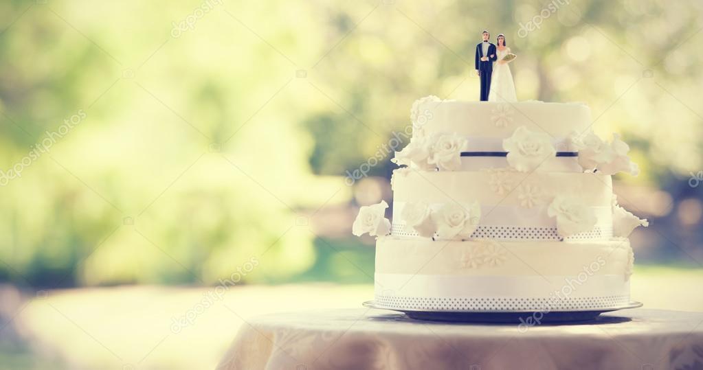 figurine couple on wedding cake — Stock Photo © Wavebreakmedia ...