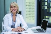 Ženské optometristy v Oční klinice
