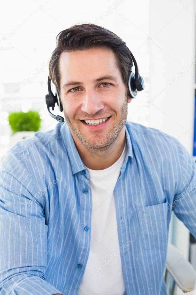 male worker wears headphones - 626×939