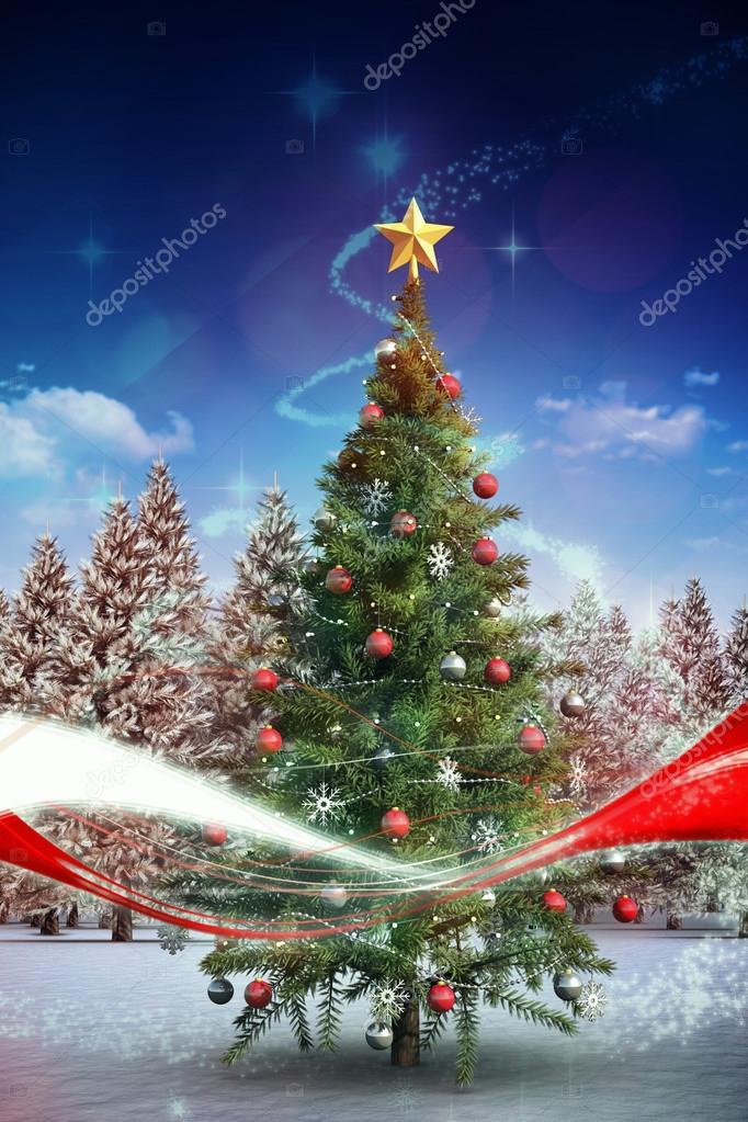 Albero Di Natale Con La Neve Che Cade Foto Stock Wavebreakmedia