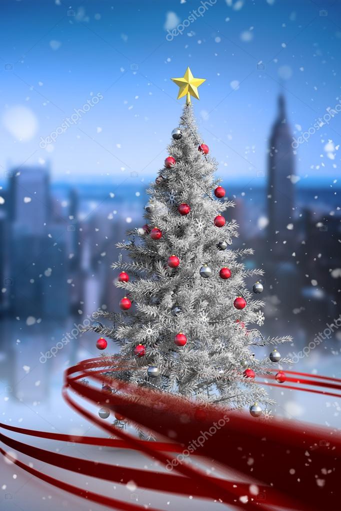 Immagini Di Natale Con La Neve.Albero Di Natale Con La Neve Che Cade Foto Stock