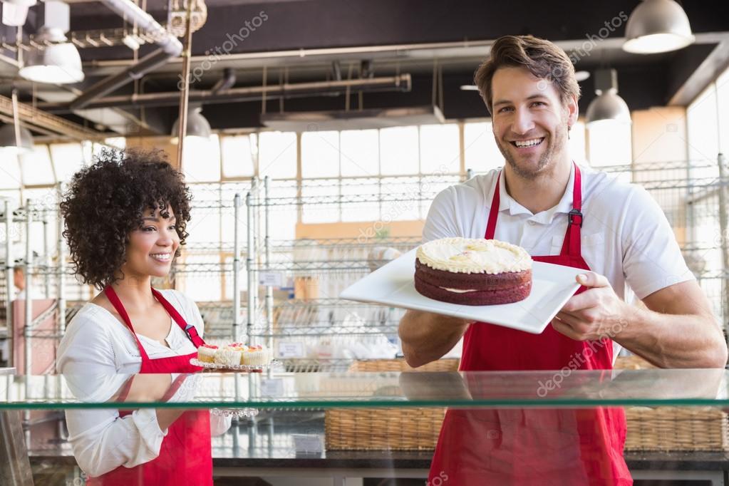 Kollegen In Den Einheitlichen Ergebnis Kuchen Stockfoto