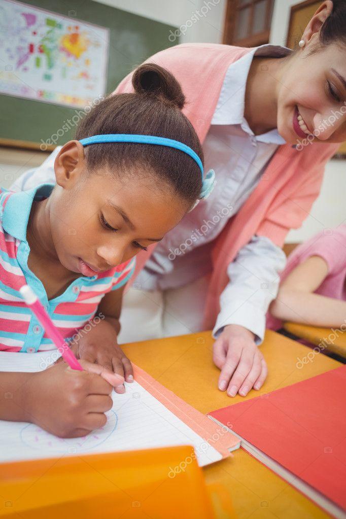Ученик и учитель в стол в классе — Стоковое фото ...
