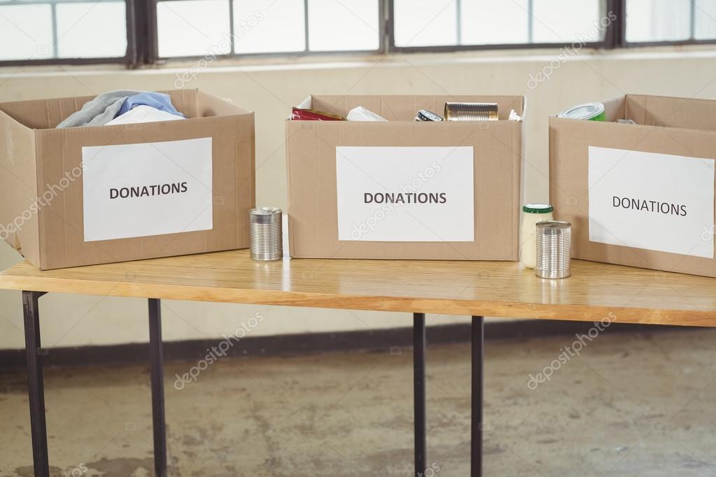 Tisch Aus Pappe pappe spendenboxen auf tisch — stockfoto © wavebreakmedia #84894424