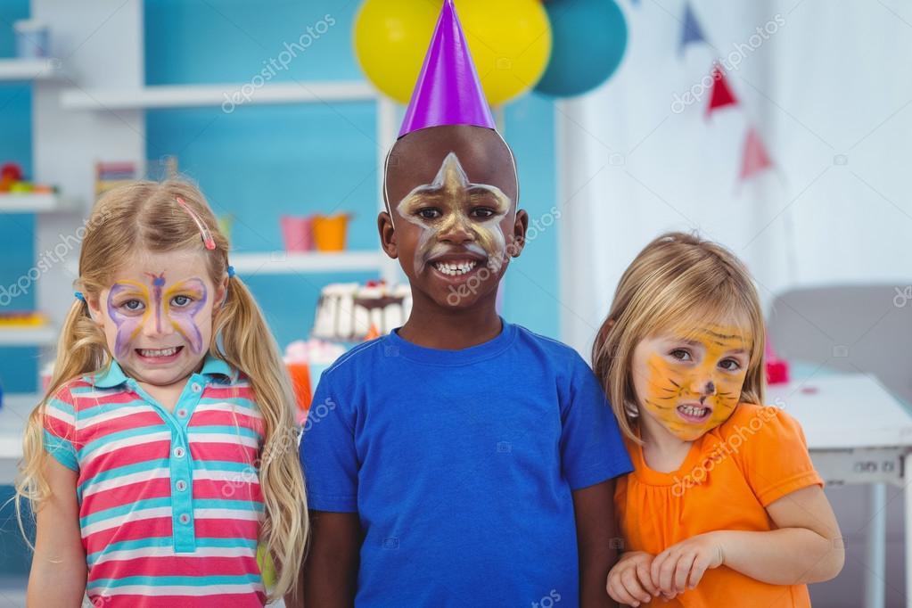 Uśmiechnięte Dzieci Z Twarze Pomalowane Zdjęcie Stockowe