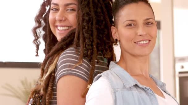 Ingyenes leszbikus videoklipek
