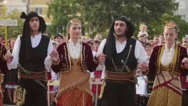 Makedonská tradiční tanec na Mezinárodní folklórní Festival