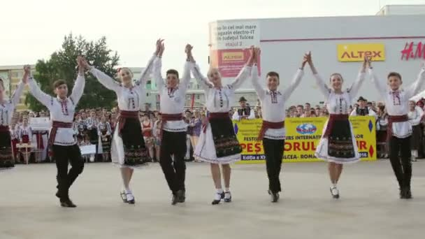 Moldovan traditional dance at the International Folklore Festival