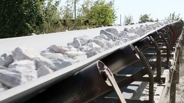 szállítószalag kövek szállítására