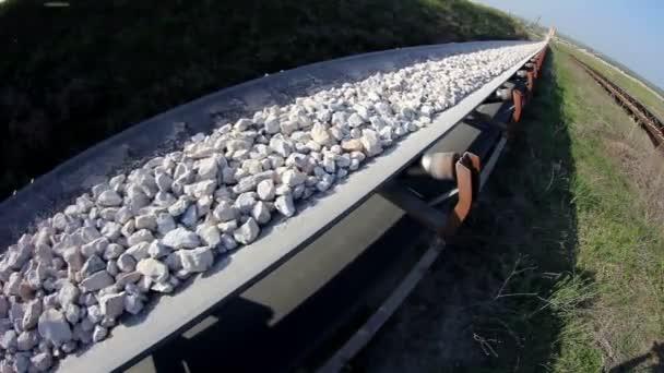 halszem egy köveket szállító szállítószalag