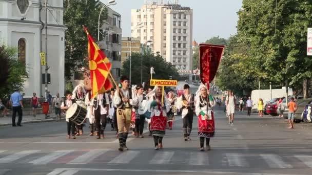 Tradiční kroje průvod Makedonie