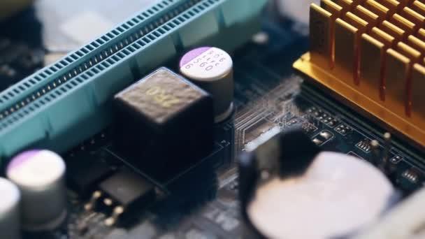 Základní deska počítače v pohybu
