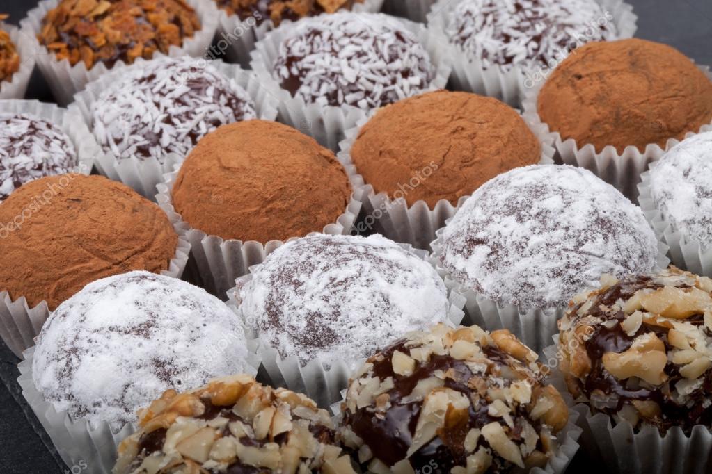 Cioccolatini fatti in casa rotonde in diversi tipi di for Diversi tipi di case da costruire