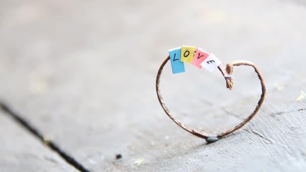 Valentinky den pozadí se srdíčky. Miluji myšlenku