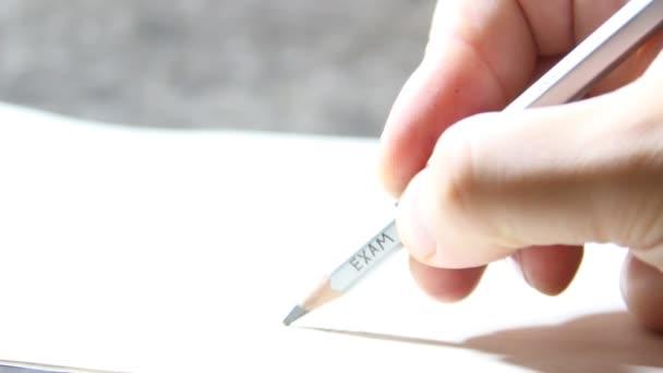 Írás egy teszt, egy felirat-ceruza vizsga a hallgató