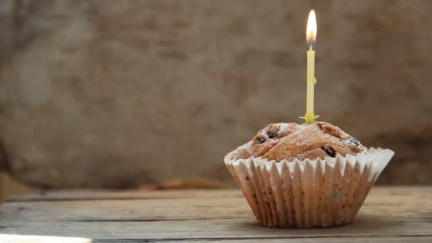 chutné narozeninové košíček s svíčka