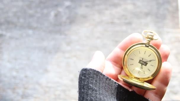 Most az idő fogalma. Szöveg és a pocket watch.