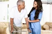 Zdravotní péče o zaměstnance a starší muž