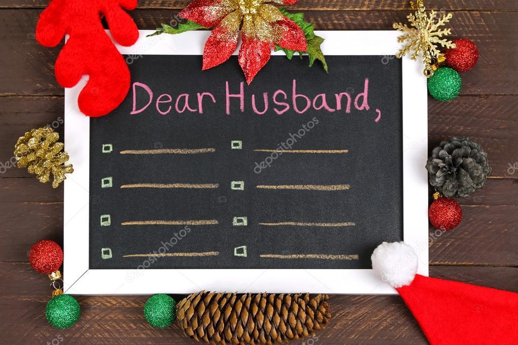 Una pizarra blanca enmarcada con un mensaje a un marido, decorado ...