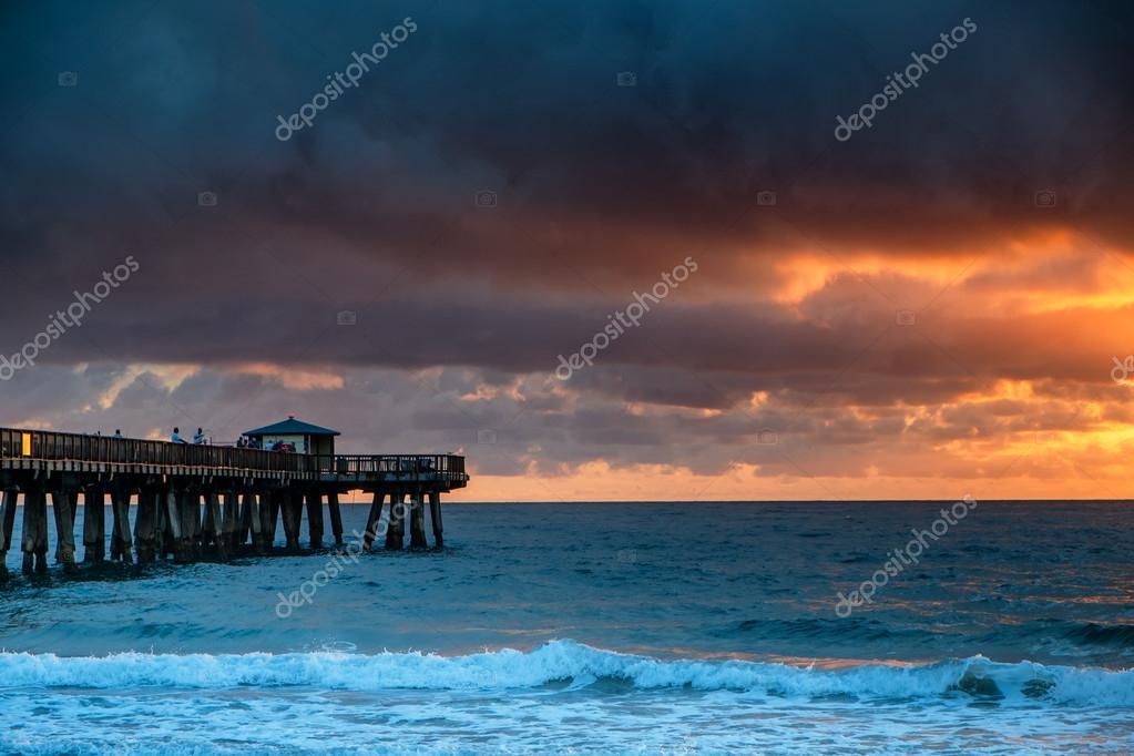 Фотообои Восход солнца над Атлантическим океаном во Флориде.