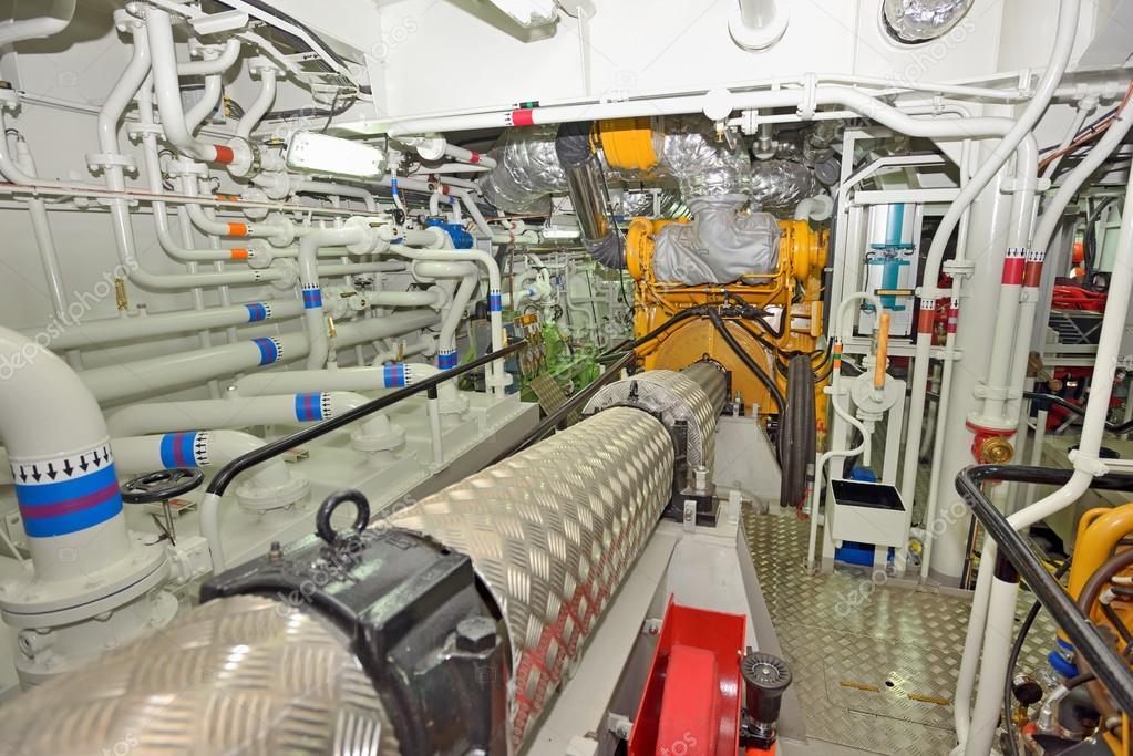 sala macchine su una barca di carico foto stock mady70