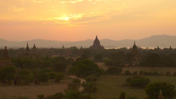a ló autó az egyszerű, a naplemente, bagan, Mianmar: bagan
