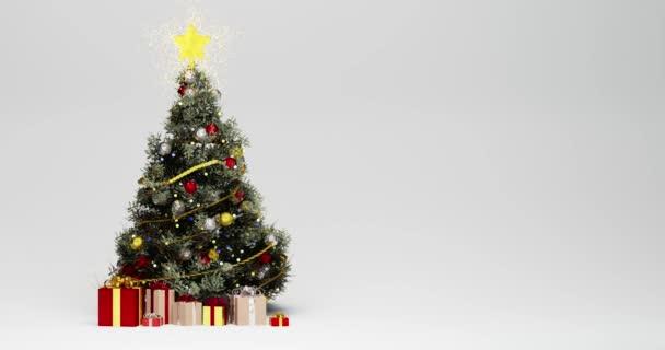 3D animace vánočního stromku zdobeného červenými a zlatými vánočními míčky, se zářící zlatou hvězdou na vrcholu vánočního stromku, dárky na dně v jiném balicím papíru. Bílé sněhové vločky padají hladce.