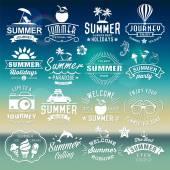 Fotografia Estate tipografia modelli. Logotipi di estate insieme. Elementi di design vintage, loghi, etichette, icone, oggetti e disegni calligrafici. Vacanze estive