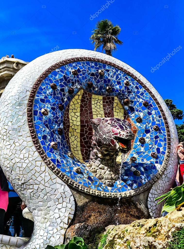 Que suis-je et où -ajonc- 22 octobre bravo Martine Depositphotos_108544996-stock-photo-blue-mosaic-dog-fountain-in