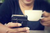 Káva s smartphone
