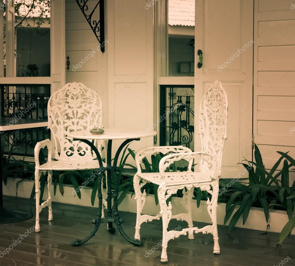 Outdoor Tisch und Stühlen — Stockfoto © boonsom #52964883