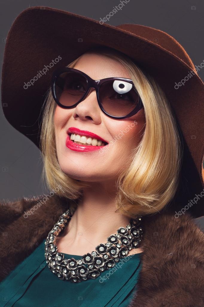 8535a941e1 Beautiful mature woman in natural fur coat — Stock Photo ...