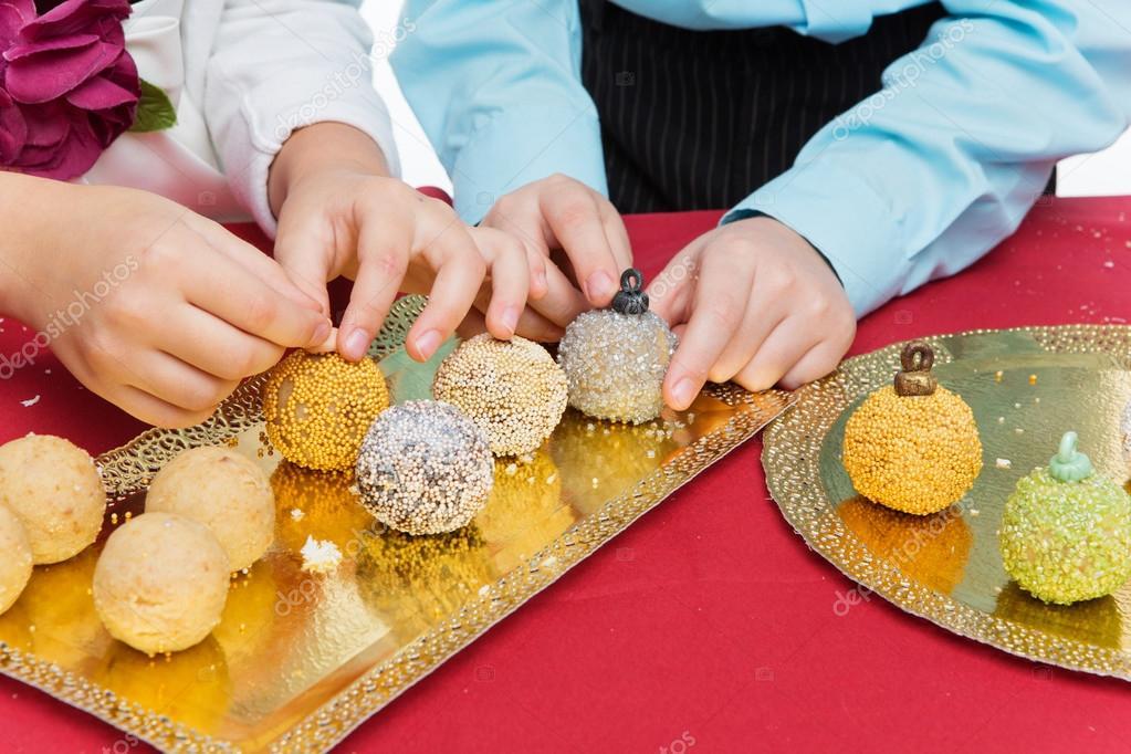Kinder Machen Weihnachten Dessert Stockfoto C Svetography 123897712