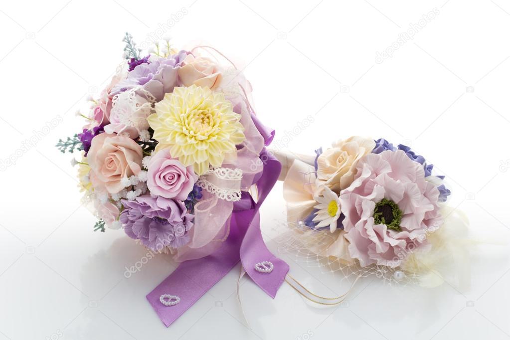 Styling wedding flower accessories