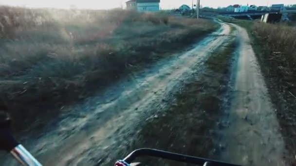 Čtyřkolky na silnici