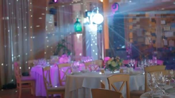 Der Hochzeitstisch mit Discokugellicht