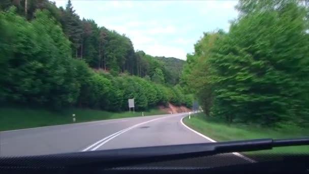 Biegen Sie am Berg, Forststraße