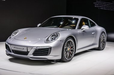 FRANKFURT - SEPT 2015: Porsche 911 991 Carrera S coupe presented