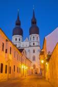 Fotografie Trnava - gotický kostel svatého Mikuláše za soumraku