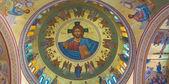 Santorini, Řecko - 7 října 2015: Fresky Kristus Pantokrator místní umělec Petr Asimis (20. a dosáhne) na kopule pravoslavných metropolitní katedrála v Fira