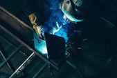 Fotografie Svářečka na pracovišti, svařování kovů
