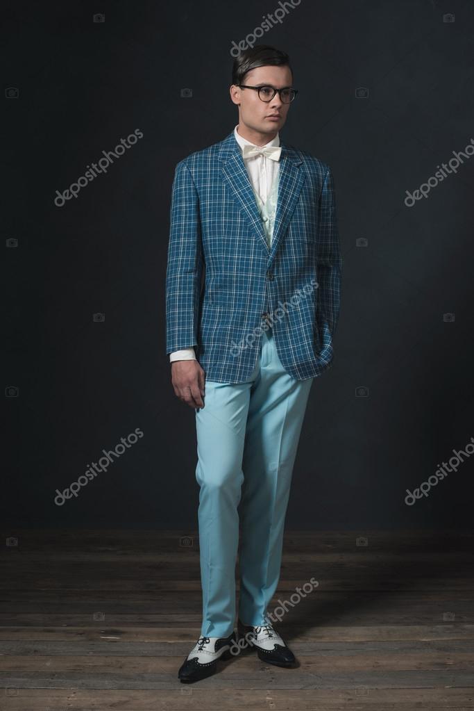 timeless design bcb91 28463 Retro 1920-talet dandy man klädd i blå rutig jacka och byxor — Foto av ...
