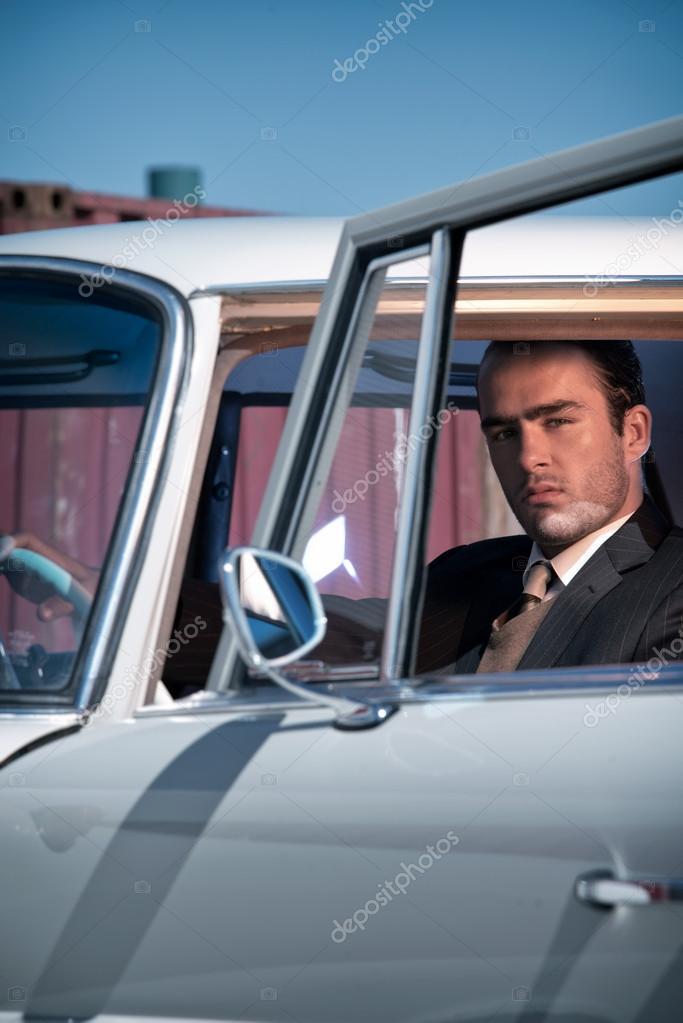 Retro 60er Jahre Mode Business Mann Tragen Grauen Anzug Mit Krawatte