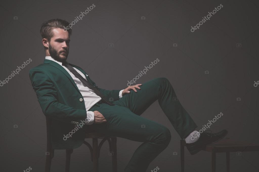 Overhemd Voor Pak.Mode Zakenman Dragen Groene Pak Met Wit Overhemd Zwarte Een