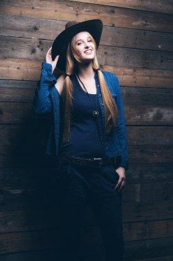 """Картина, постер, плакат, фотообои """"женщина моды джинсов скотницы с длинными светлыми волосами. положение agai"""", артикул 58957953"""