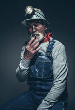 Sitting Old Gold Miner