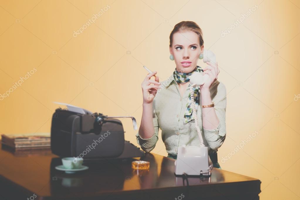 Kancelář sekretářka kouření