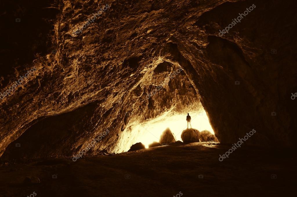 entrata con l 39 uomo della caverna foto stock photocosma ForPiani Di Caverna Di Garage Uomo