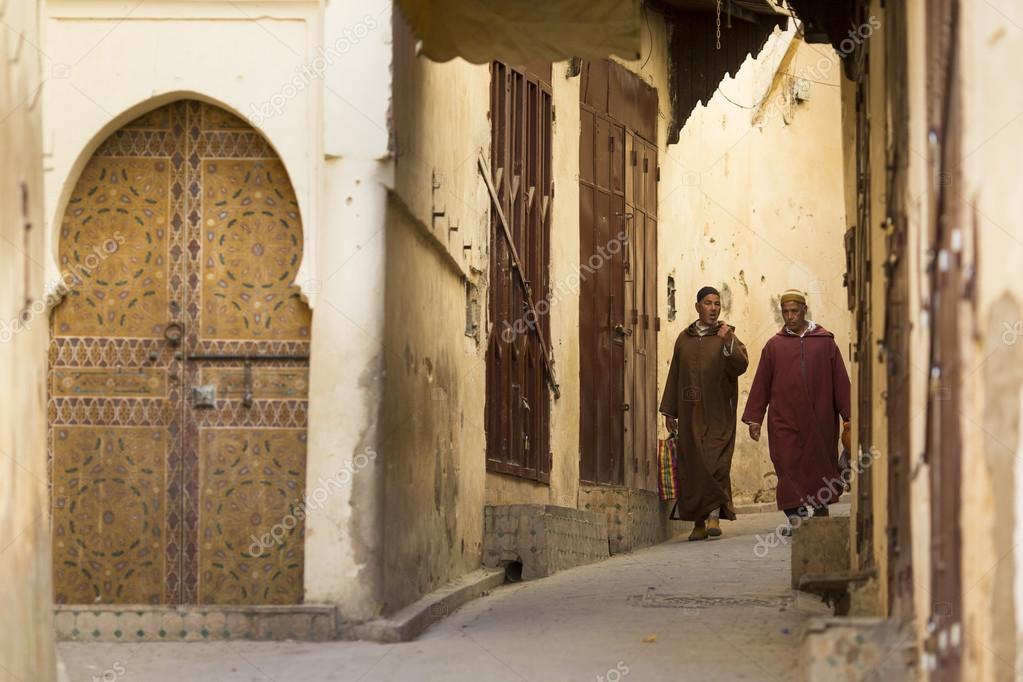 Fes marocco 19 aprile persone camminare sulla strada di for Camminare in piani di progettazione dispensa